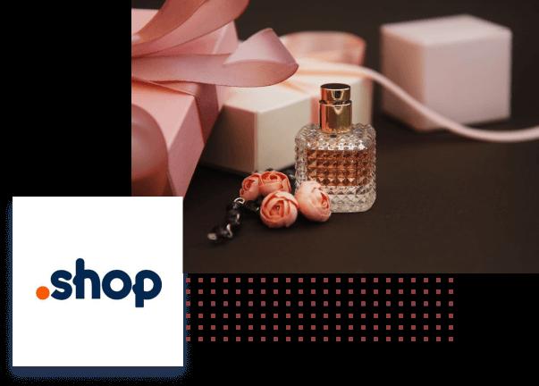 Zdjęcie butelki flakonu perfum w otoczeniu pudełek prezentowych i róż, a obok logo domeny .shop.